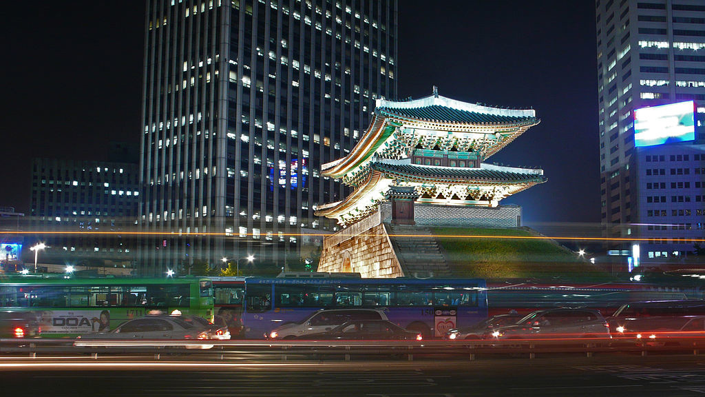 ob_c97f85_1024px-seoul-namdaemun-at-night-02